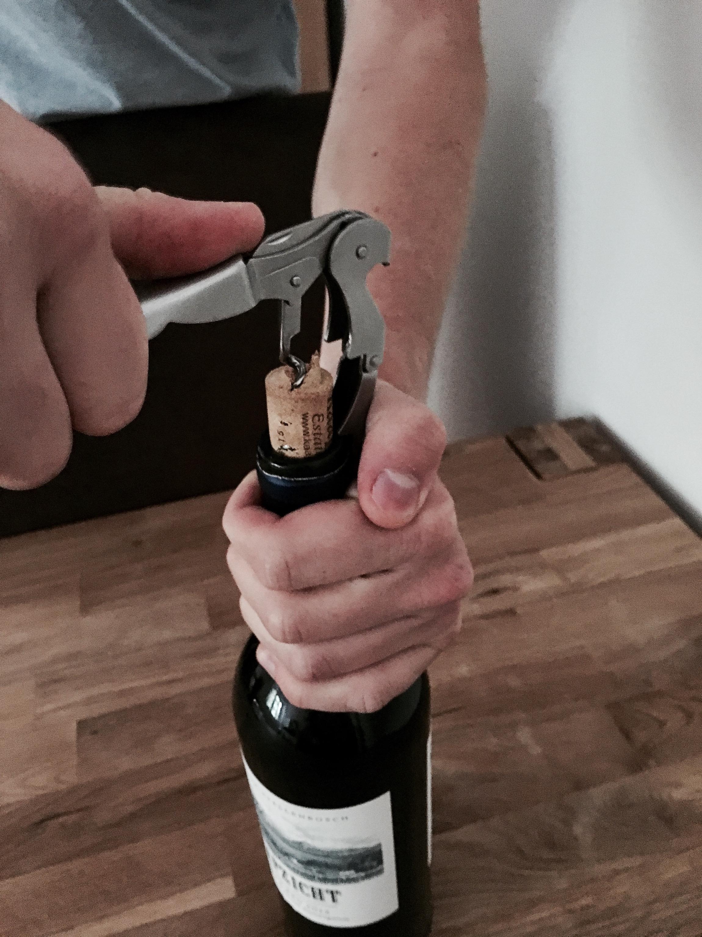 korken aus der flasche entfernen
