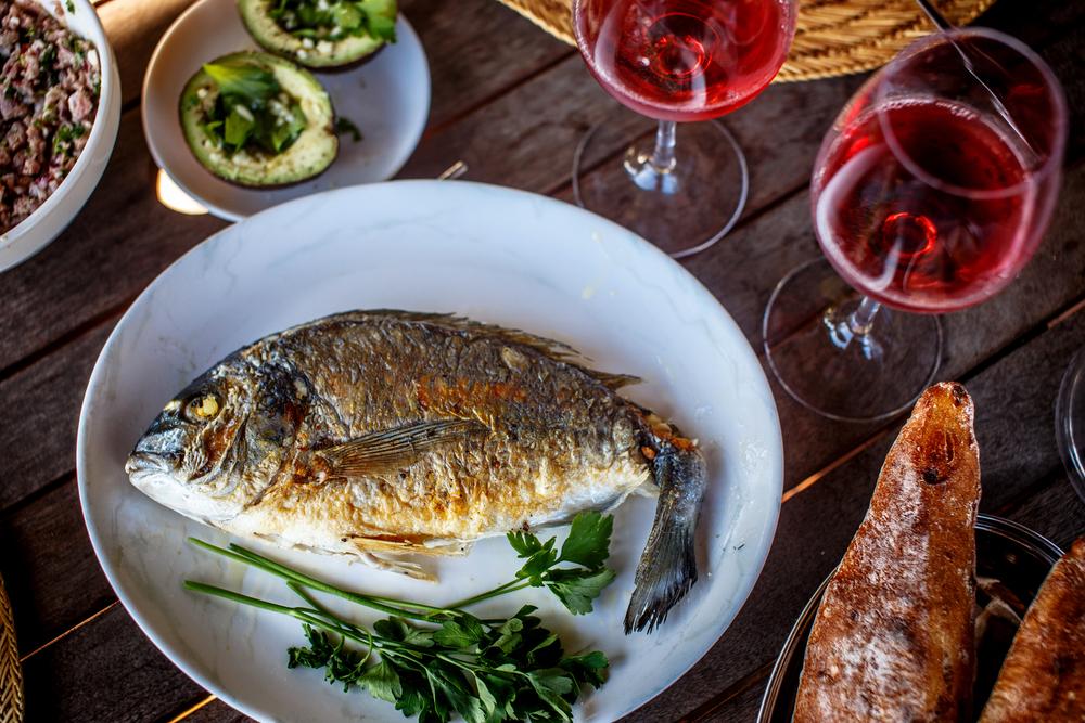 Wein und Fisch
