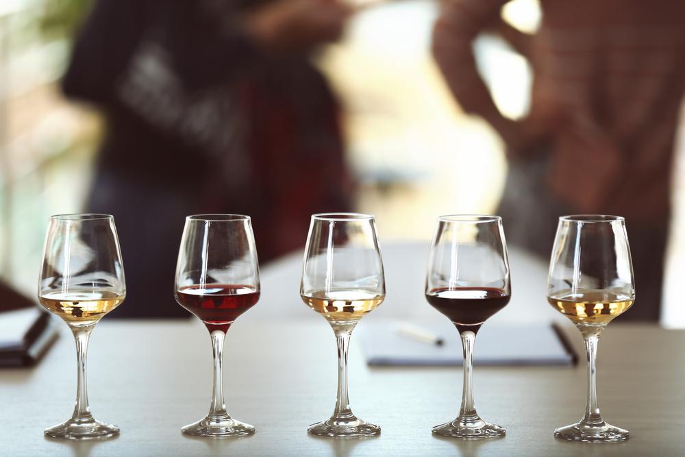 Weinprobe mit verschiedenen Weinen